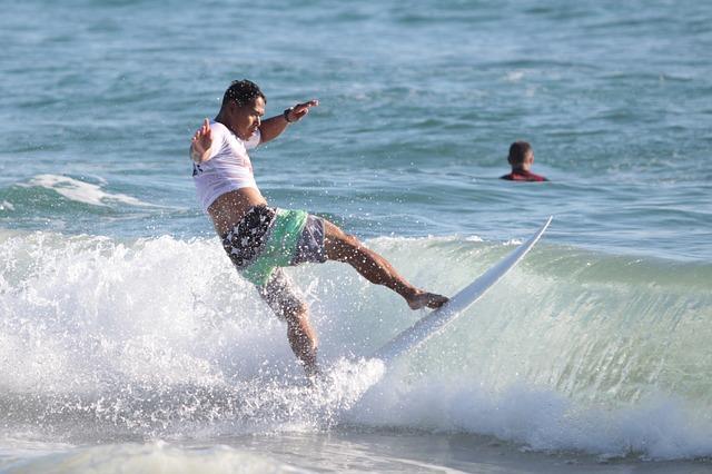 surfer-823702_640
